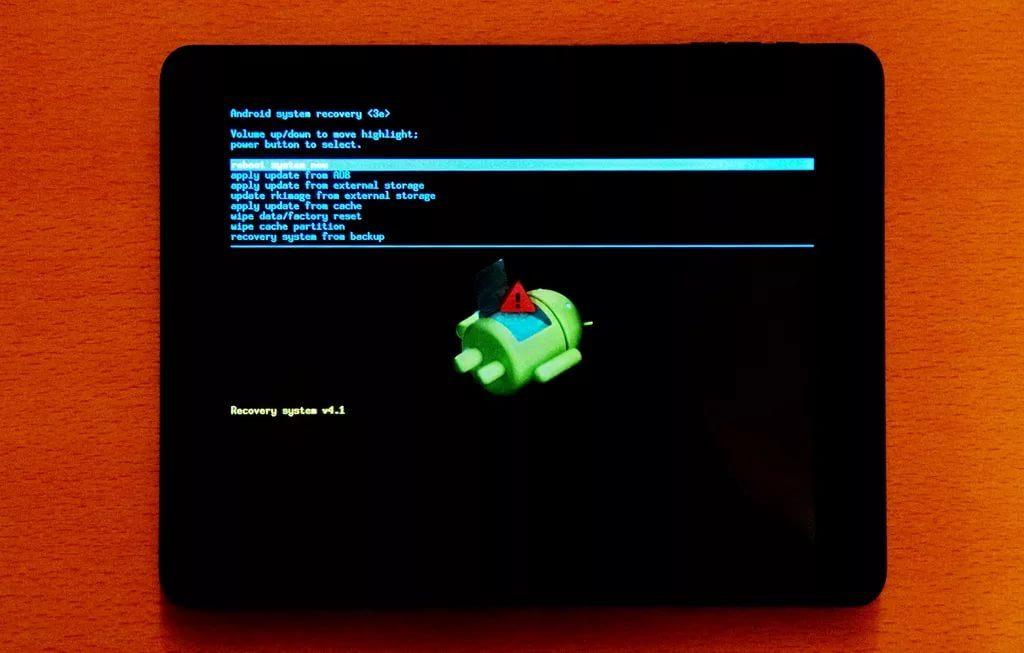 лежит андроид с восклицательным знаком планшет леново